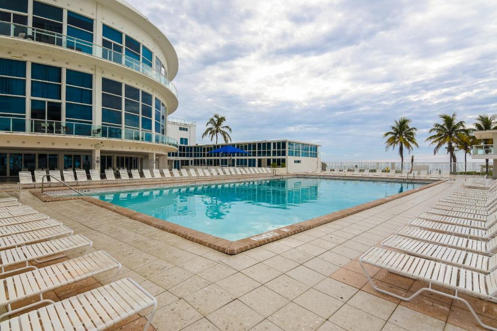 Condo Hotel Castle Beach Suites By