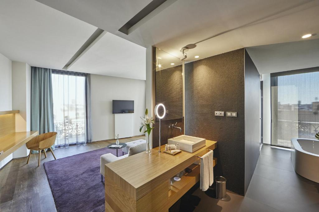 boutique hotels in barcelona  92