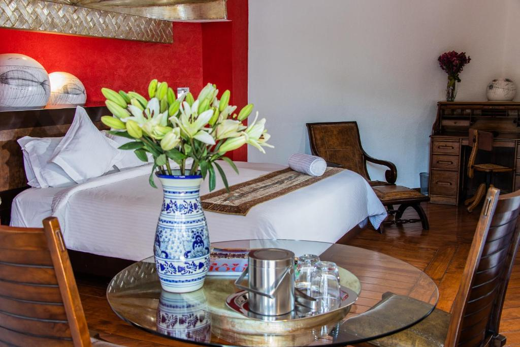 A bed or beds in a room at Hotel Boutique Casona de la China Poblana - Adults Only
