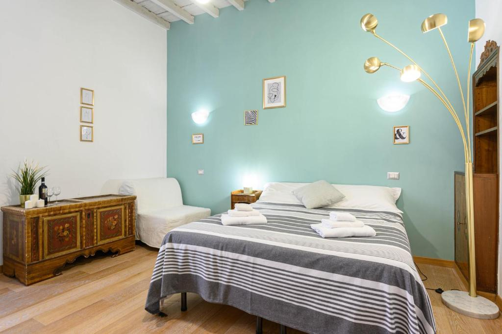 A bed or beds in a room at Studio via dell'archetto