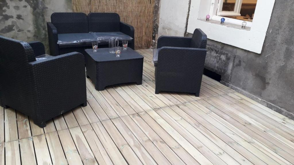 A seating area at 10 rue victor basch Apartment