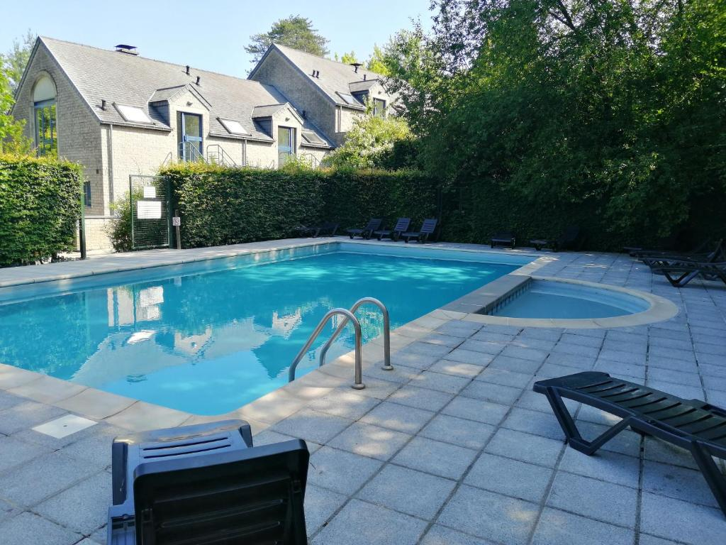 The swimming pool at or close to Durbuy, ses ruelles pittoresques et sa gastronomie