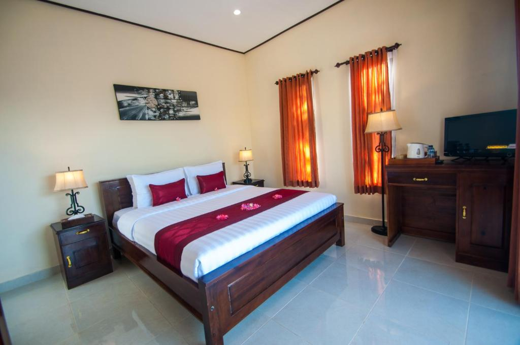 A bed or beds in a room at Kampuak Cottages