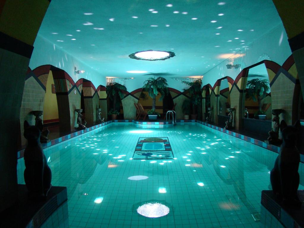 Бассейн в Janus Boutique Hotel & Spa или поблизости