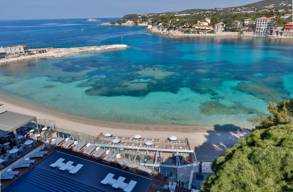 Blick auf Hôtel & Spa Île Rousse Bandol by Thalazur aus der Vogelperspektive