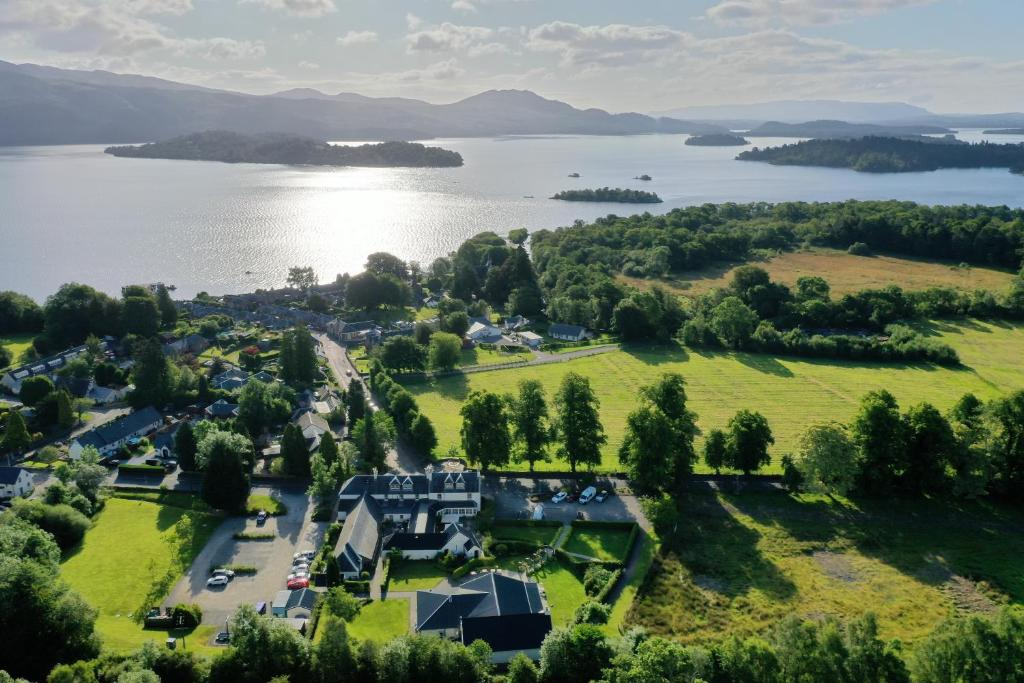 Vue panoramique sur l'établissement The Loch Lomond Arms Hotel