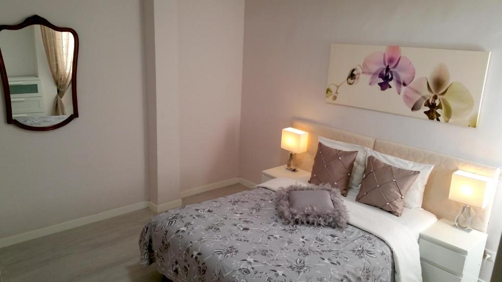 A bed or beds in a room at Plaza España Madrid