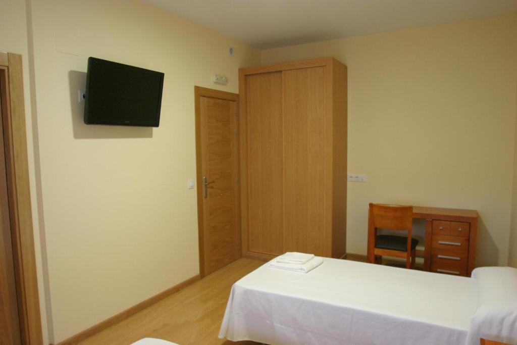 A bed or beds in a room at Albergue La Encina
