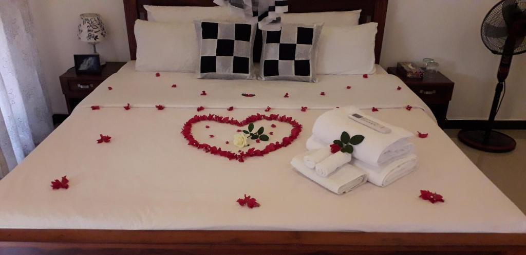 Un ou plusieurs lits dans un hébergement de l'établissement Yaluwa Tourist Rest