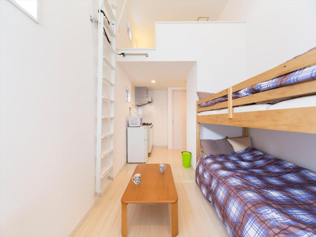 TRIP POD MINOSHIMA -room-にある二段ベッド