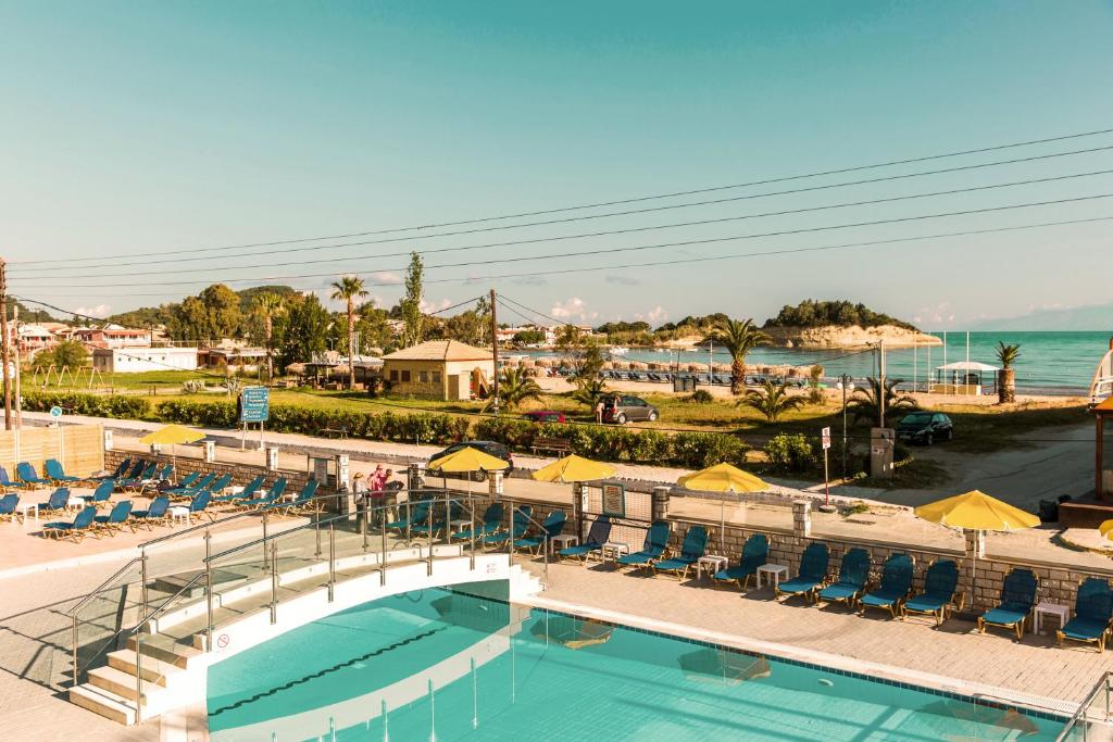 A view of the pool at Hotel Mimosa or nearby