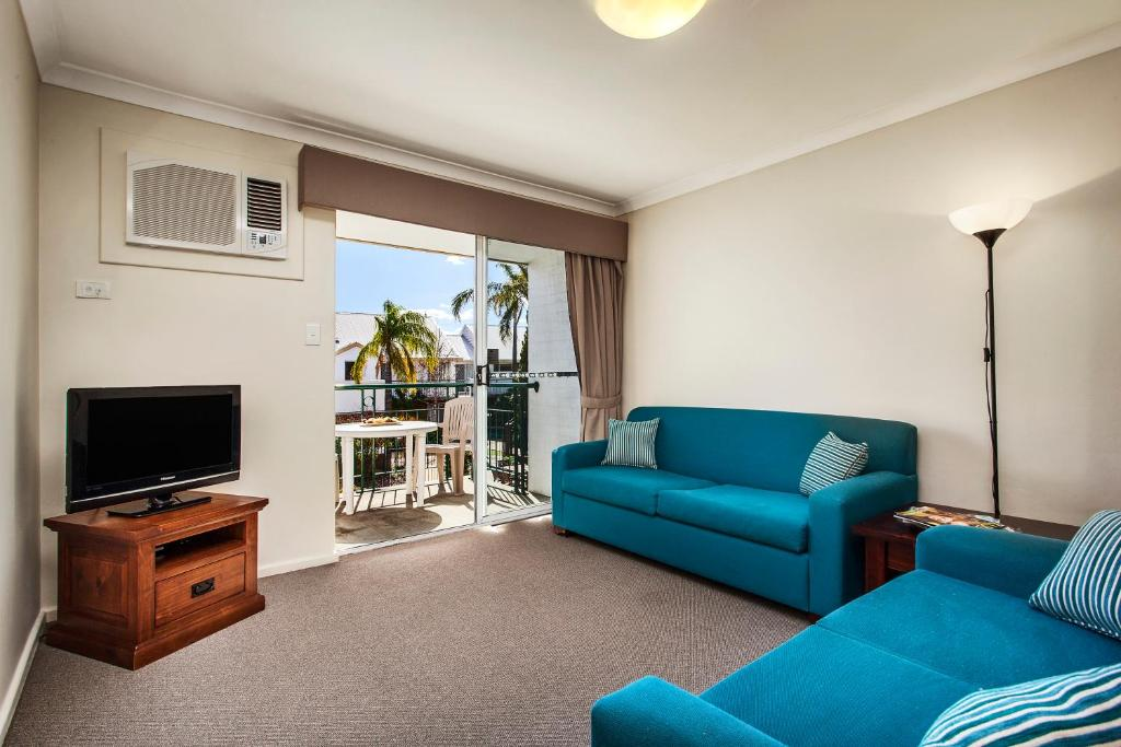 A seating area at Comfort Apartments South Perth
