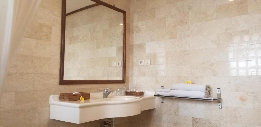 Kylpyhuone majoituspaikassa Melasti Beach Resort & Spa Legian