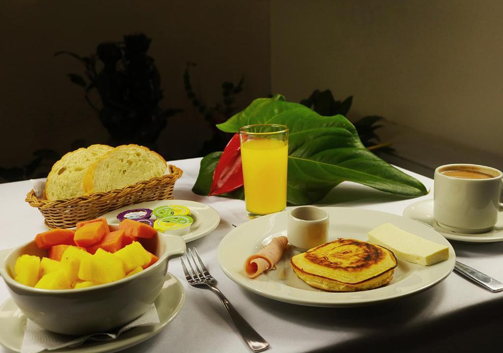 Opciones de desayuno disponibles en Hotel Portal Del Norte By BlueBay