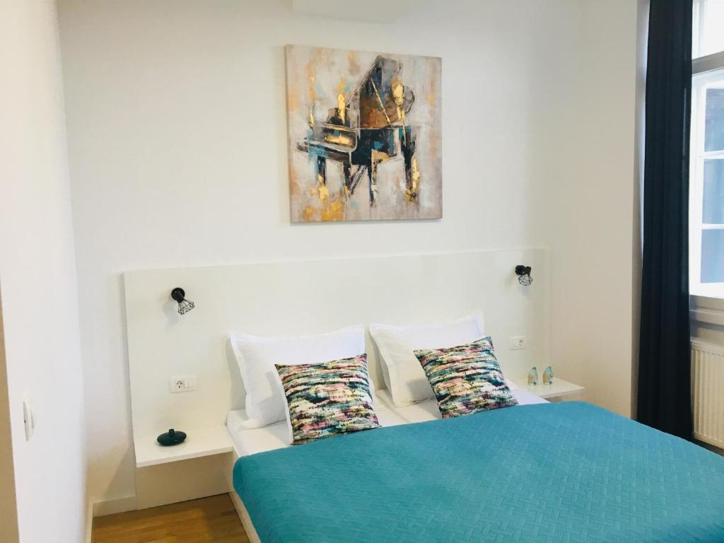 A bed or beds in a room at Niva rooms & studio apartment