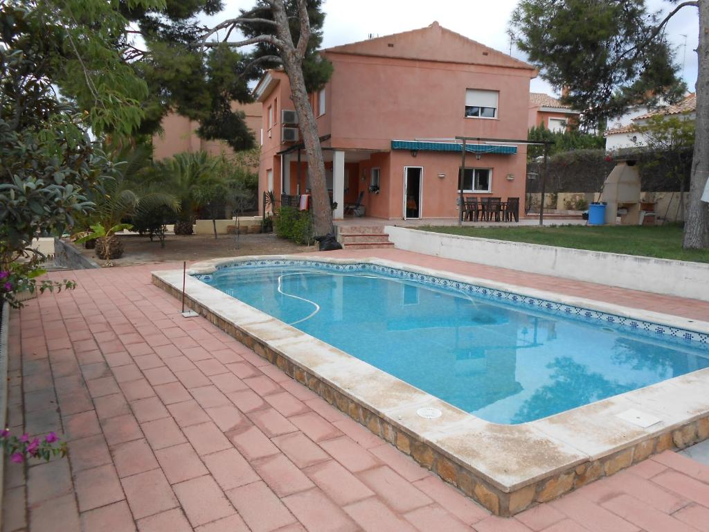 The swimming pool at or near Large bedroom with private bathroom near Metro