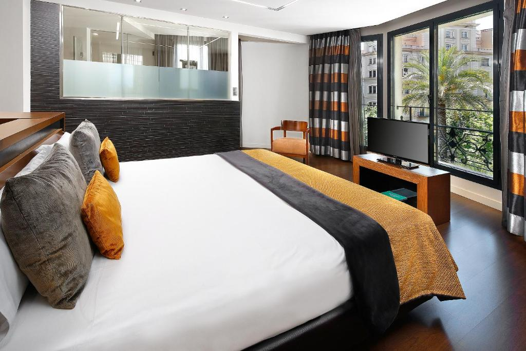A bed or beds in a room at Wilson Boutique Hotel