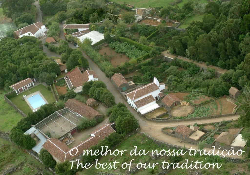 Uma vista aérea de Quinta Do Martelo