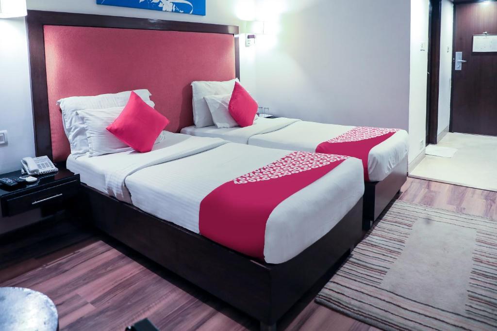 OYO Premium Banjara Hills Road No 4