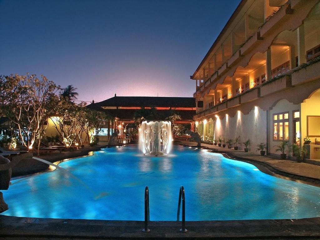 Bazén v ubytovaní Febri's Hotel & Spa alebo v jeho blízkosti