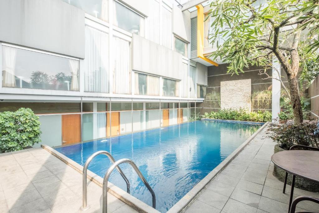 Kolam renang di atau di dekat Capital O 874 Hotel Nyland Pasteur