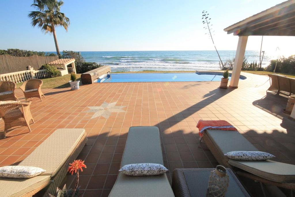 Villas de lujo en marbella primera linea de playa
