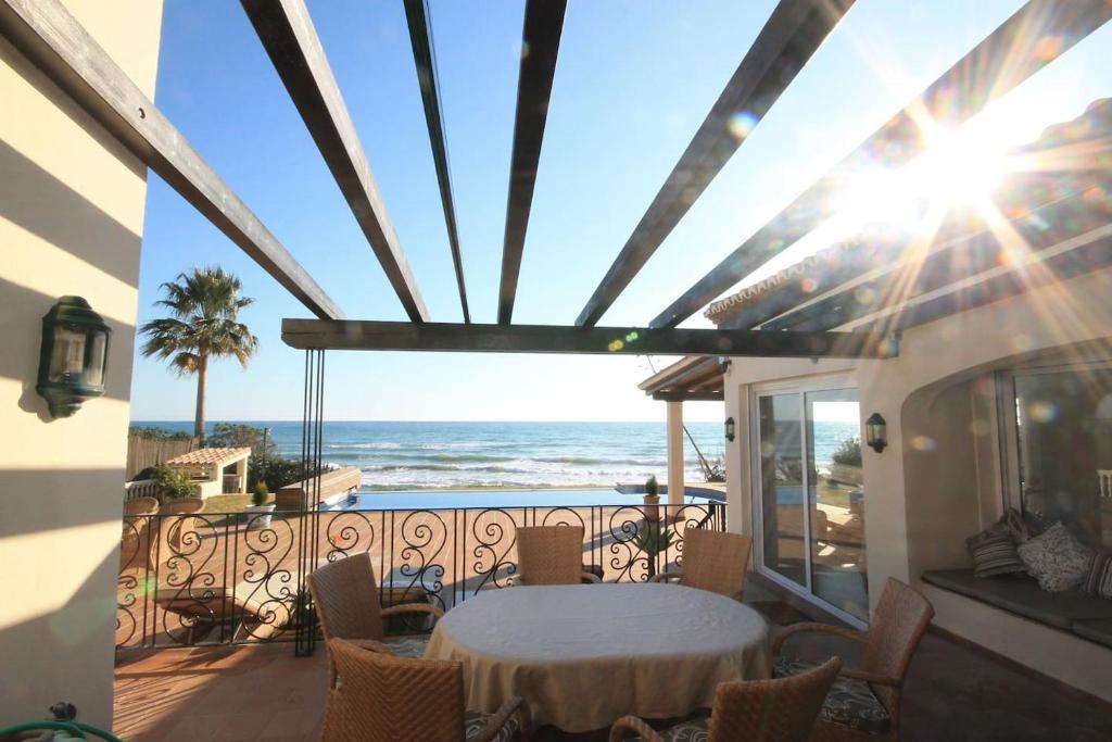 Villa 1ª LINEA DE PLAYA UN VERDADERO LUJO (España Marbella ...