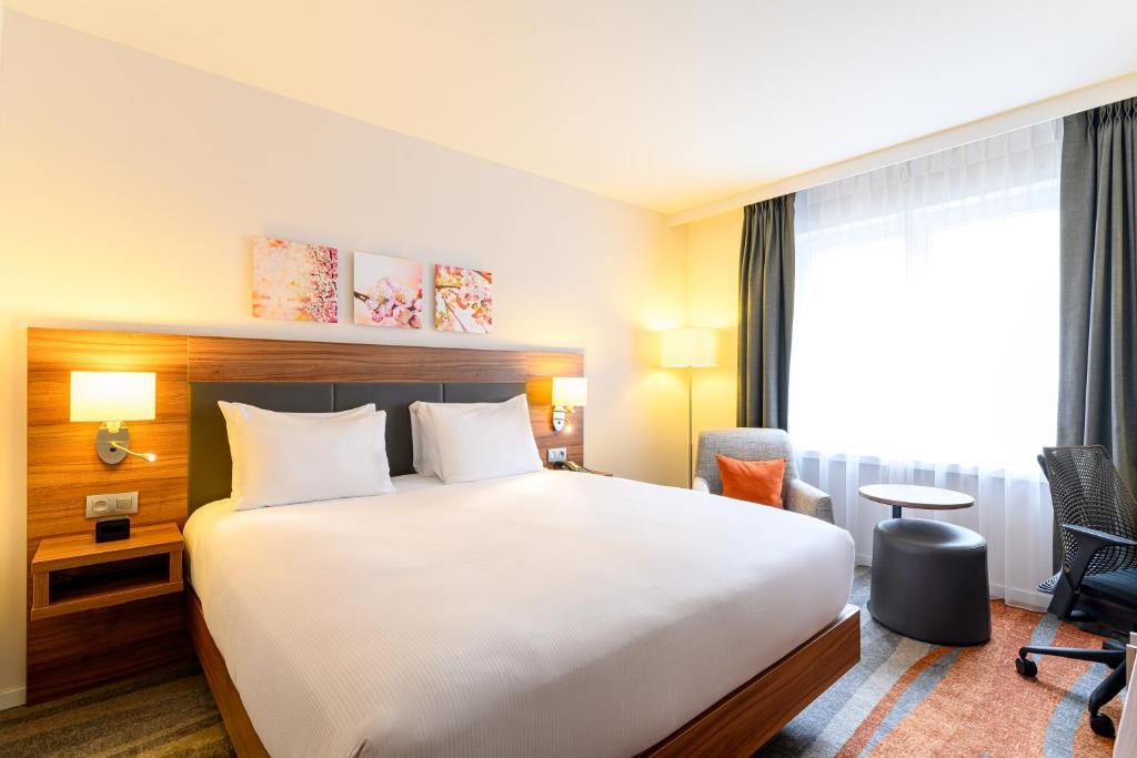 A bed or beds in a room at Hilton Garden Inn Brussels City Centre
