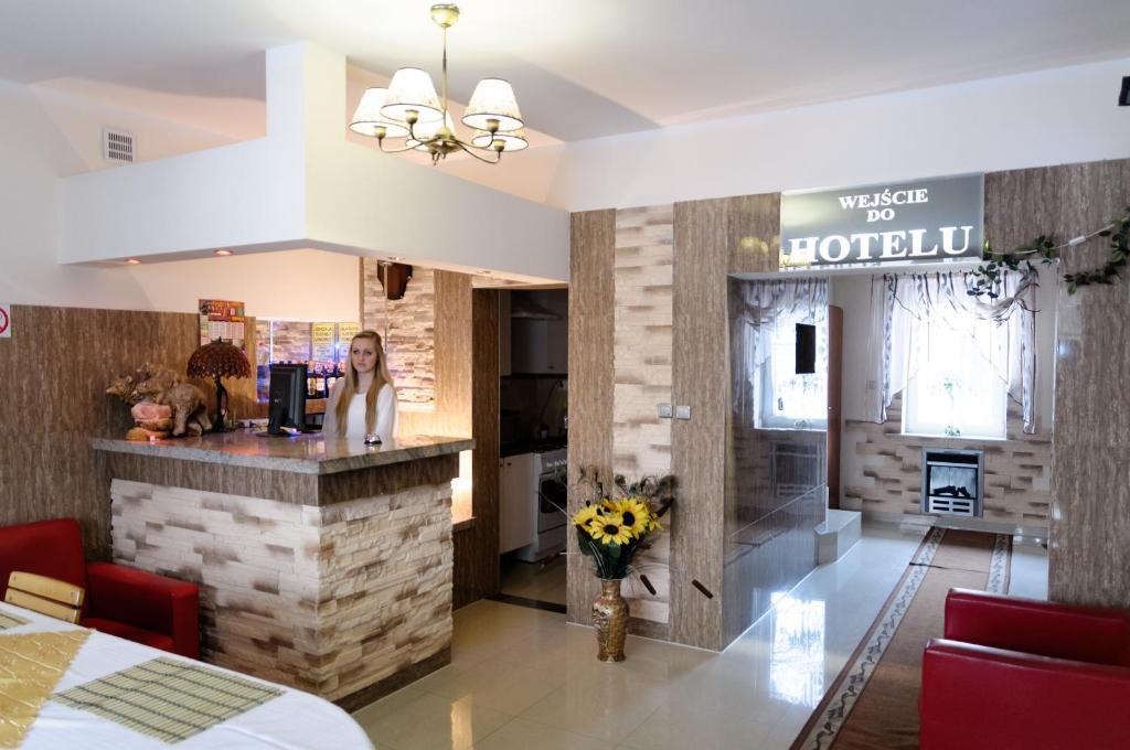 Лобби или стойка регистрации в Hotelik Niedżwiadek