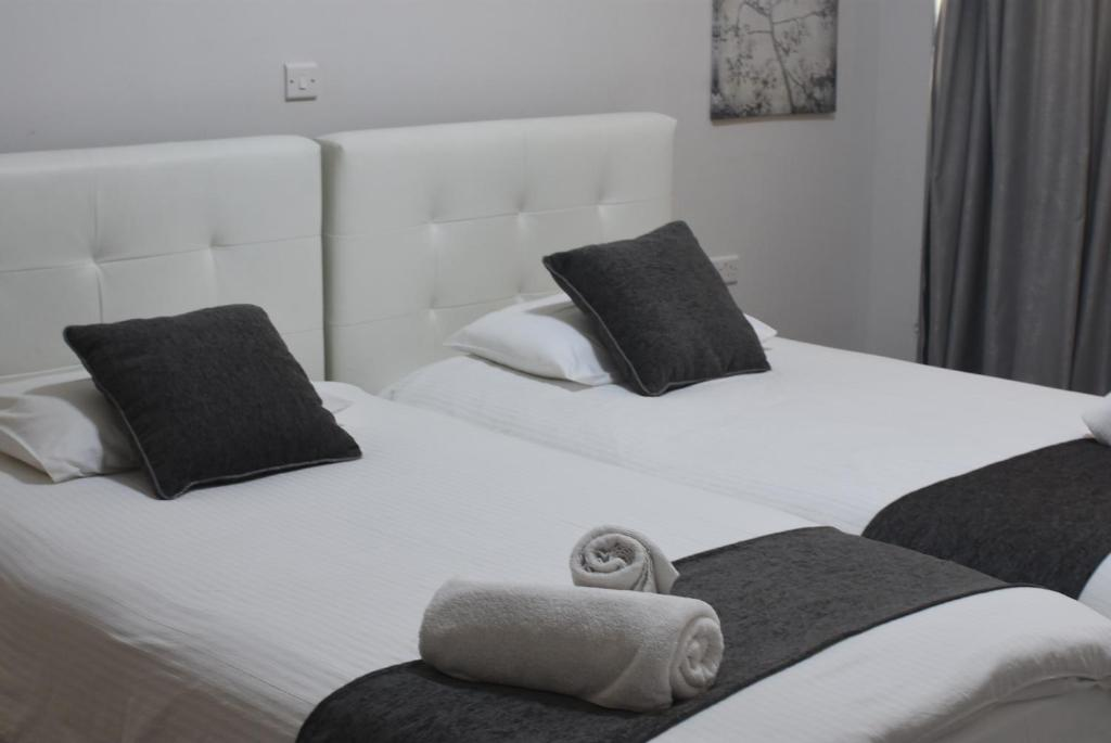 A bed or beds in a room at Rimon Cyprus Kosher Rooms