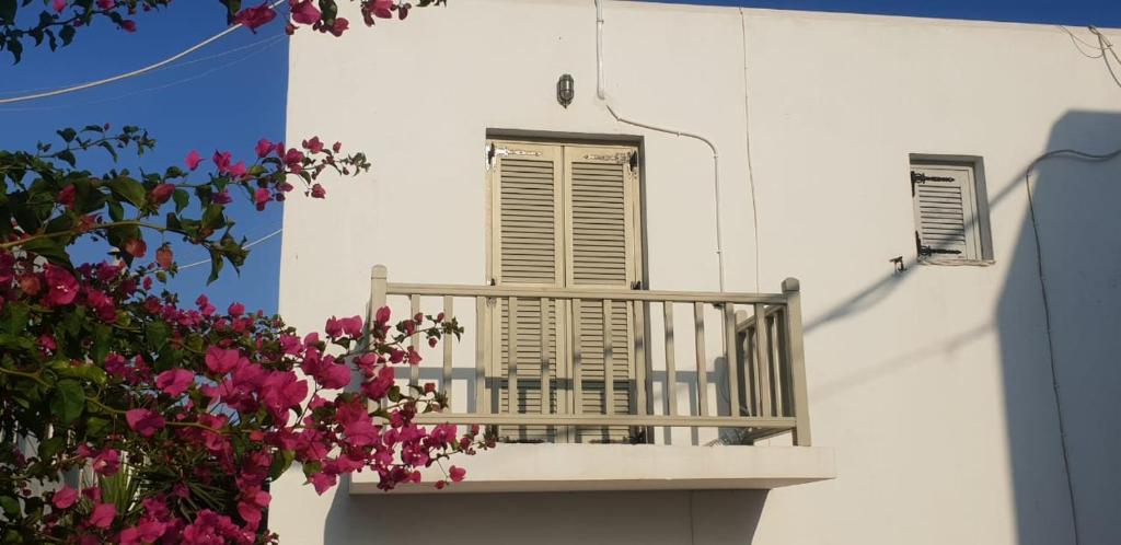 A balcony or terrace at Ilios Apartment Naoussa