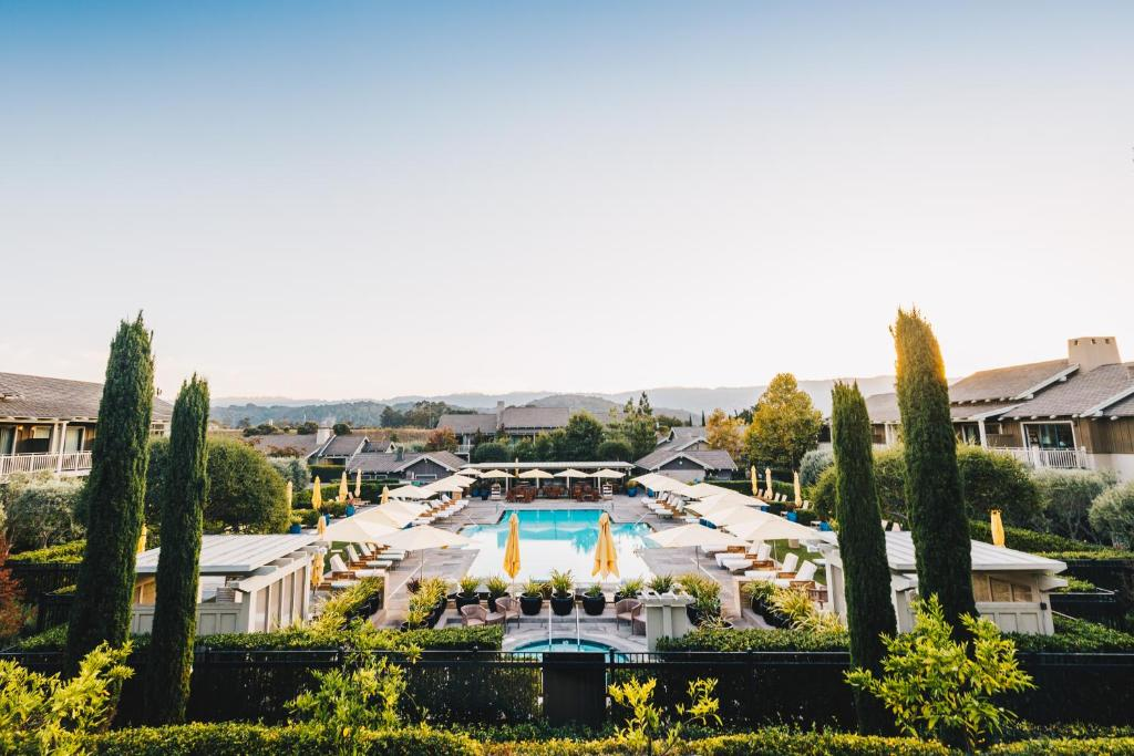 A view of the pool at Rosewood Sand Hill or nearby