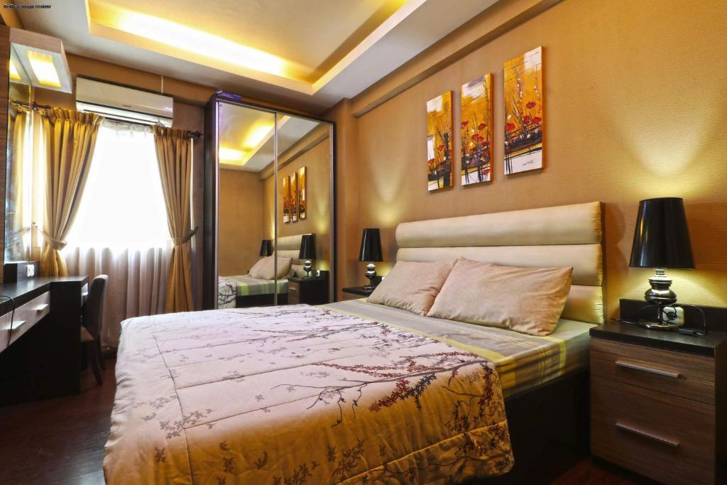 Tempat tidur dalam kamar di The Suites Metro Apartment - King Property