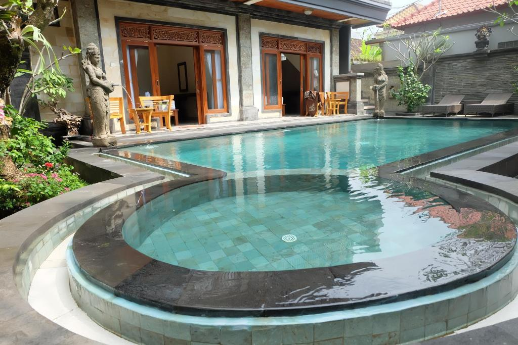 The swimming pool at or close to Dugul Hidden