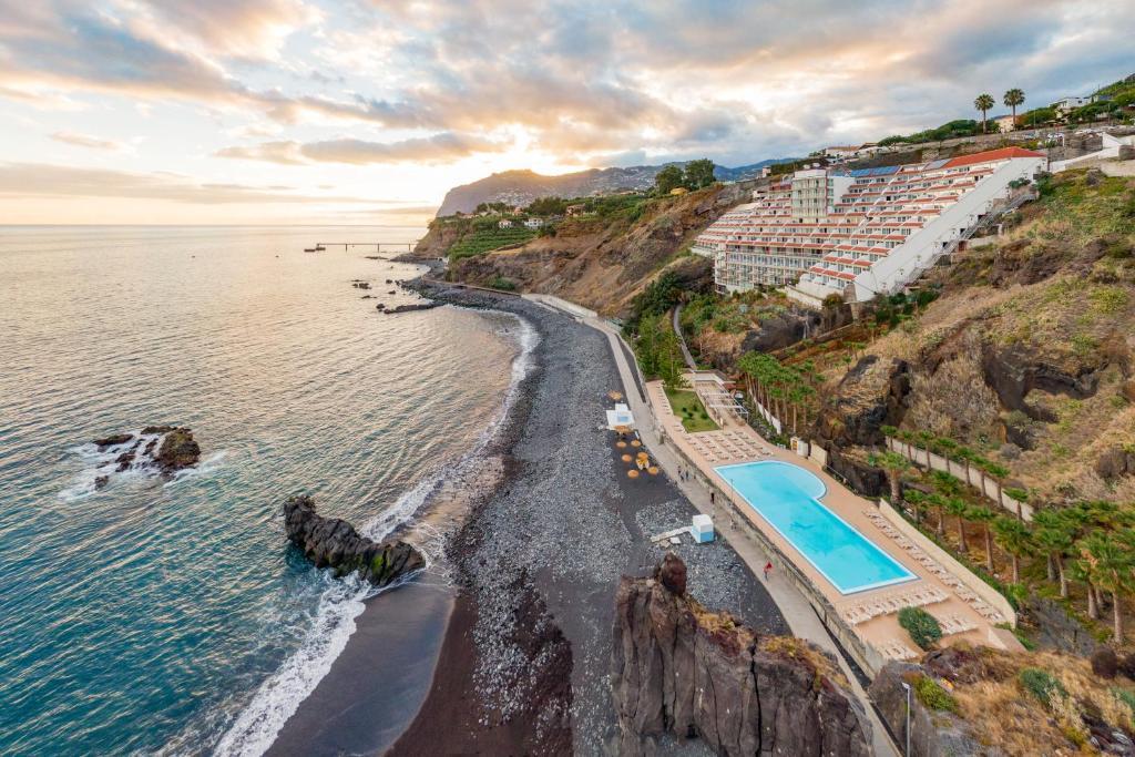 A bird's-eye view of Hotel Orca Praia