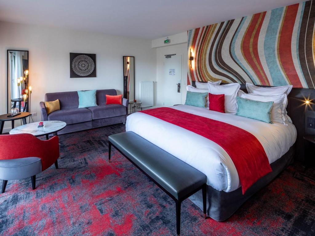سرير أو أسرّة في غرفة في Garrigae Villa La Florangerie