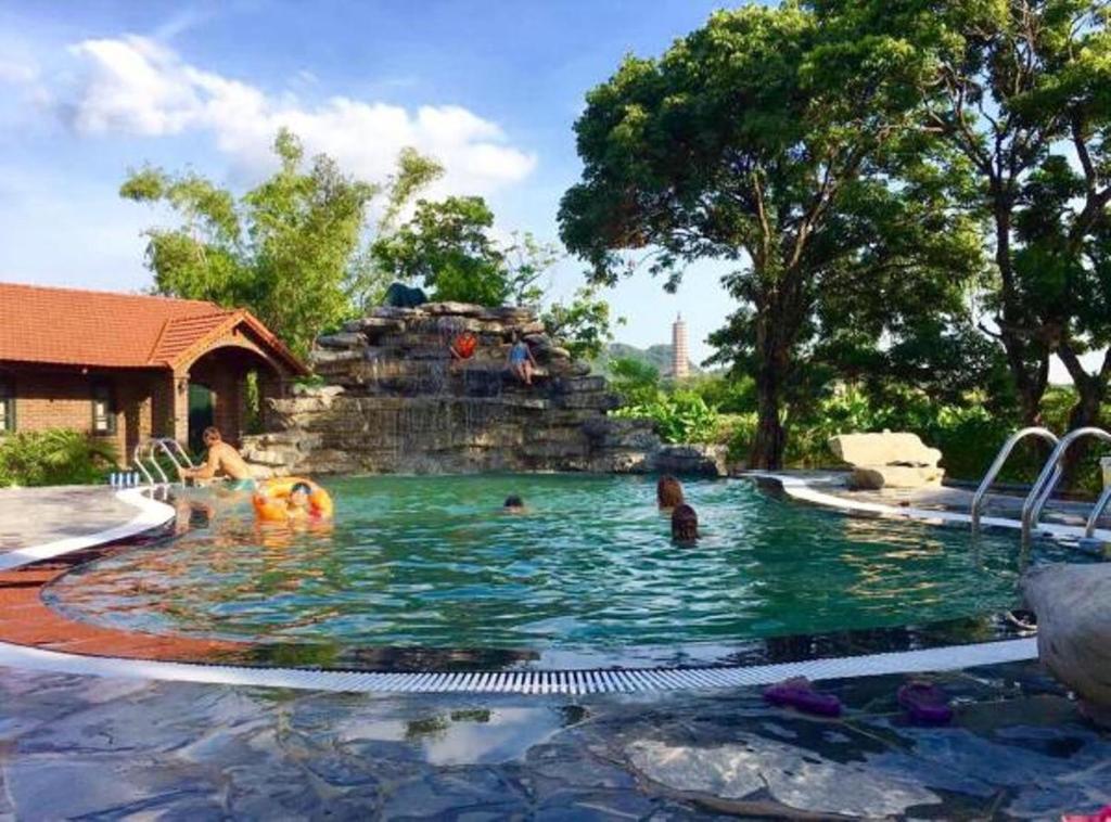 Πισίνα στο ή κοντά στο Dinh Gia Home