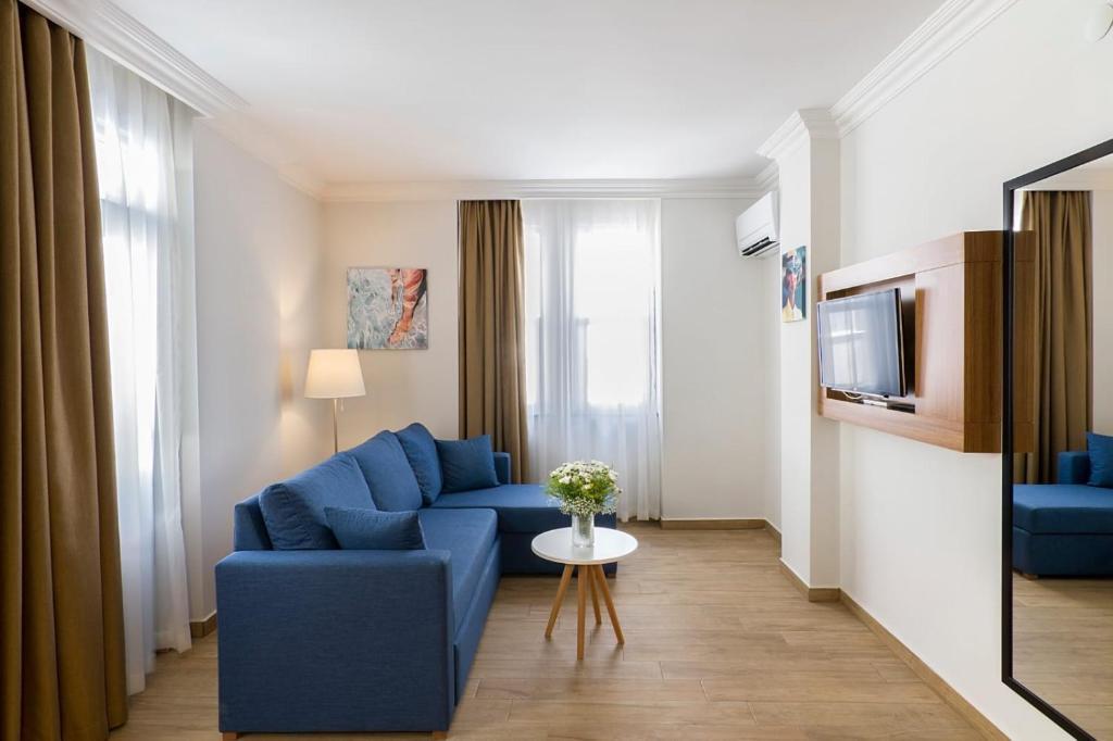Гостиная зона в Comfort Suites