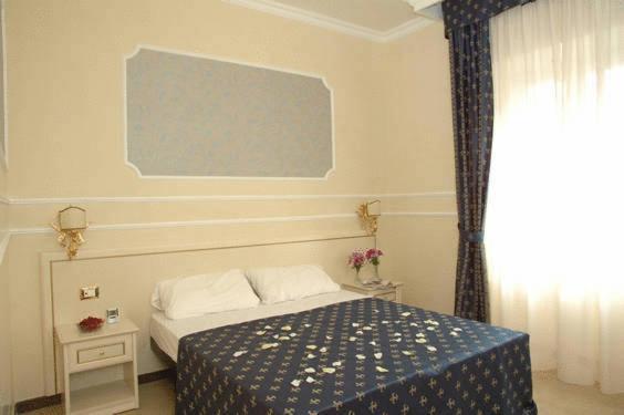 מיטה או מיטות בחדר ב-Cesar Palace Guesthouse
