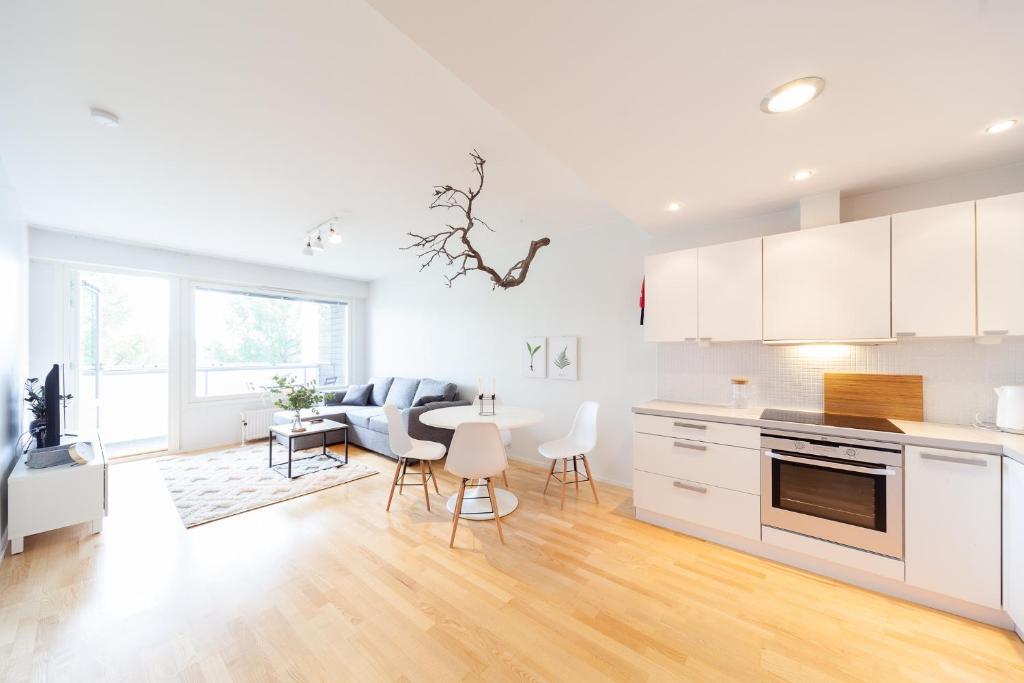 A kitchen or kitchenette at KH-Aurora View City Apartment