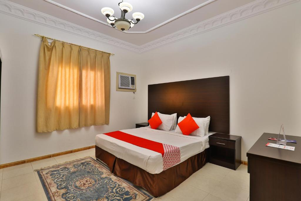 A bed or beds in a room at OYO 279 Joahrat Al Taif
