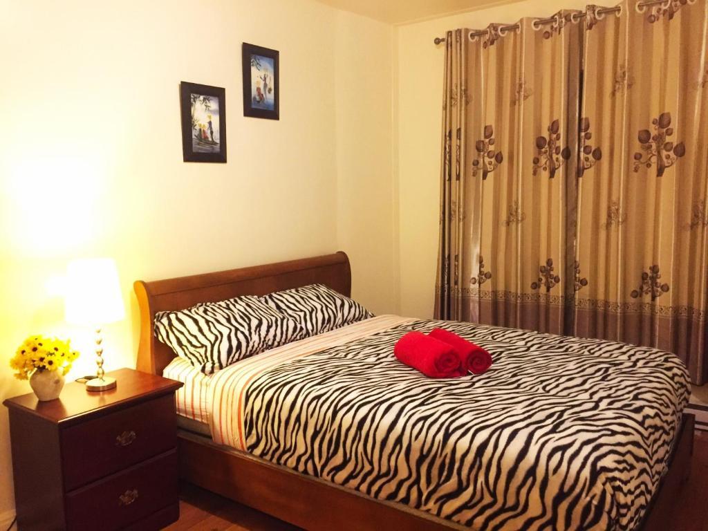 Linge De Maison Montréal 2 separated bedrooms with 2 queen beds- 4 persons (close to