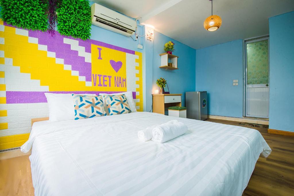 Giường trong phòng chung tại Victoria Home Travel
