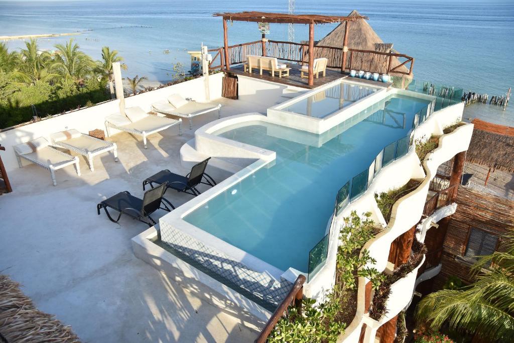 Vista de la piscina de Spirit Holbox o alrededores