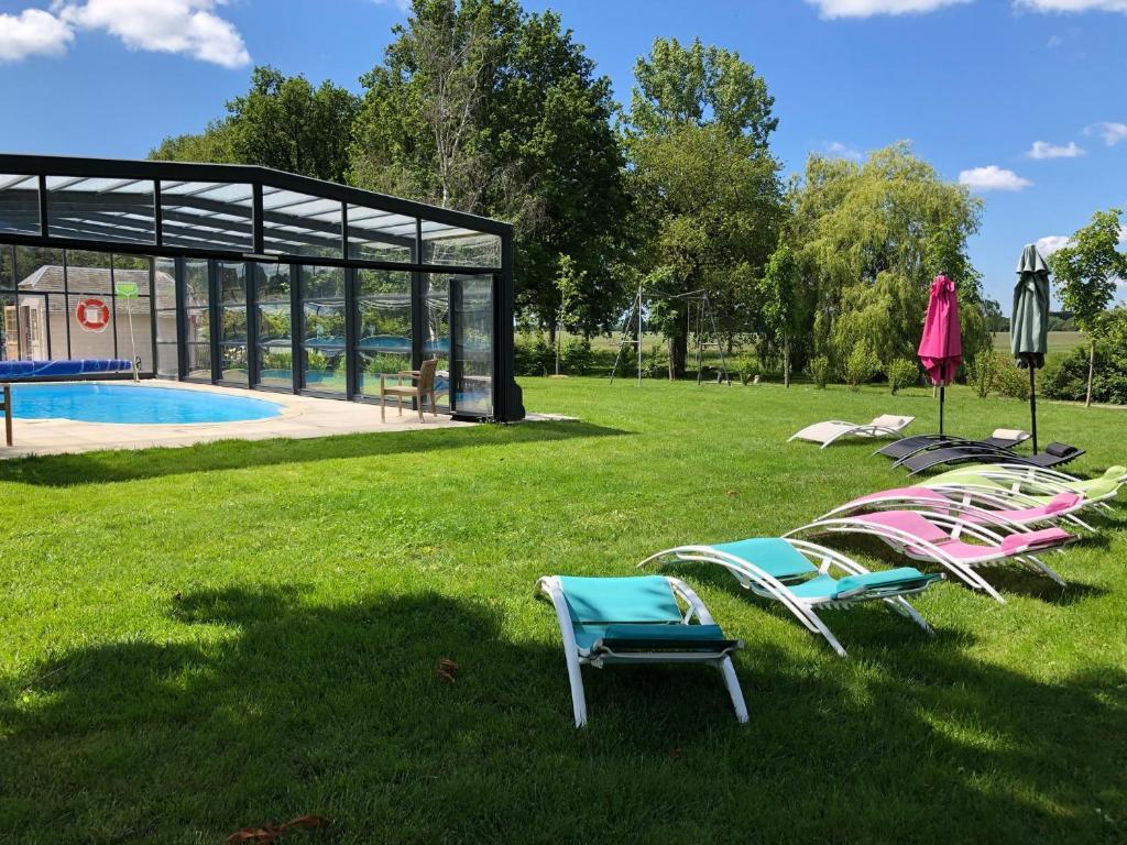 The swimming pool at or close to Clos de La Richaudière