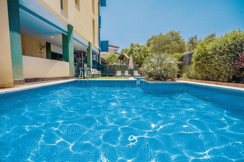 Het zwembad bij of vlak bij Rentalmar Costa Verde