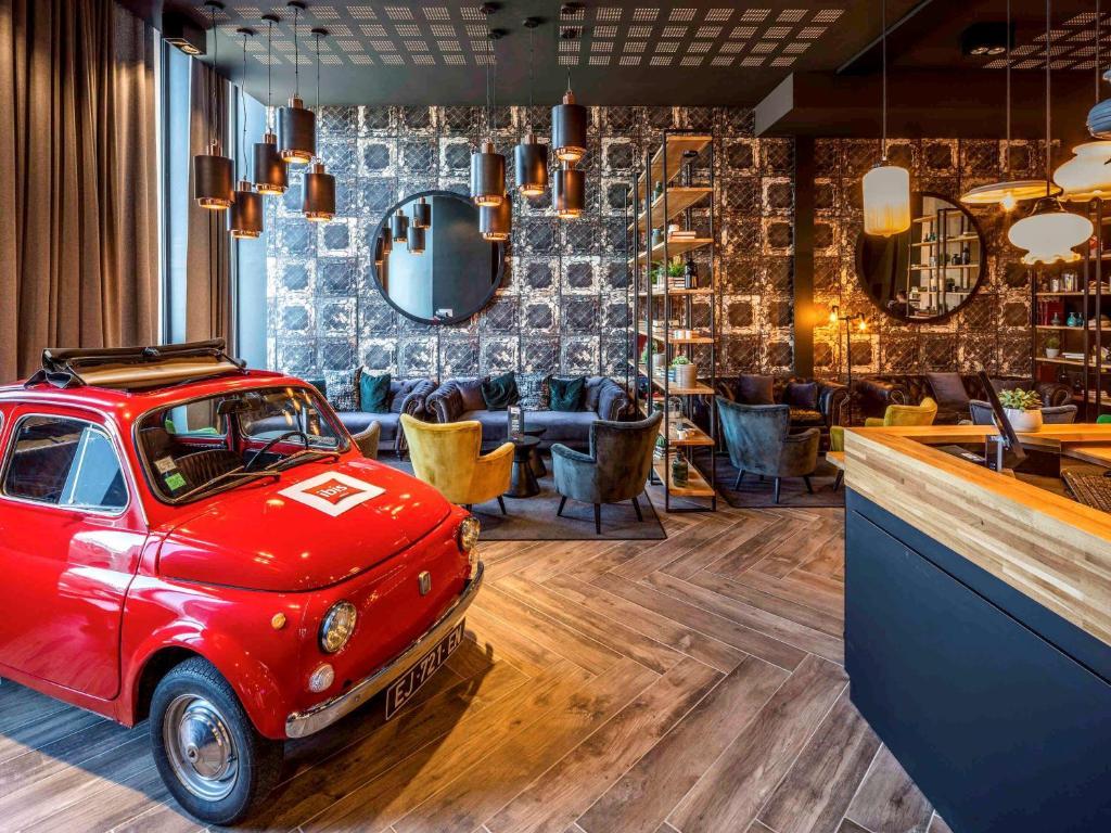 De lounge of bar bij ibis Le Mans Centre Gare Nord