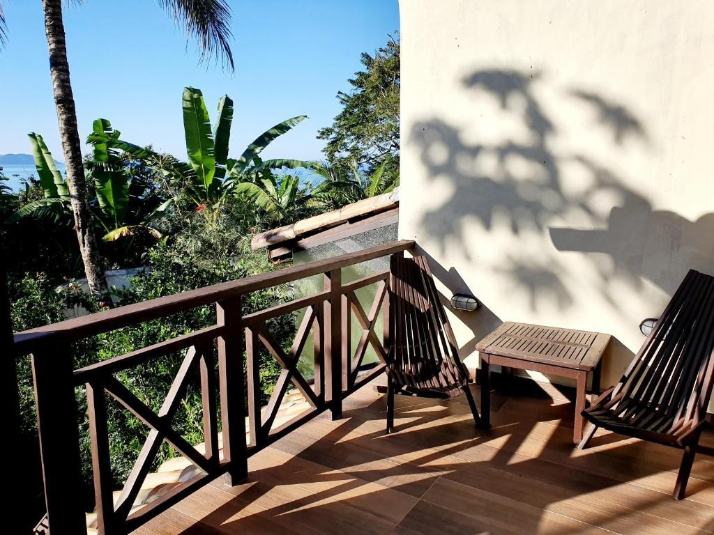 A balcony or terrace at Casa com linda vista em Maresias