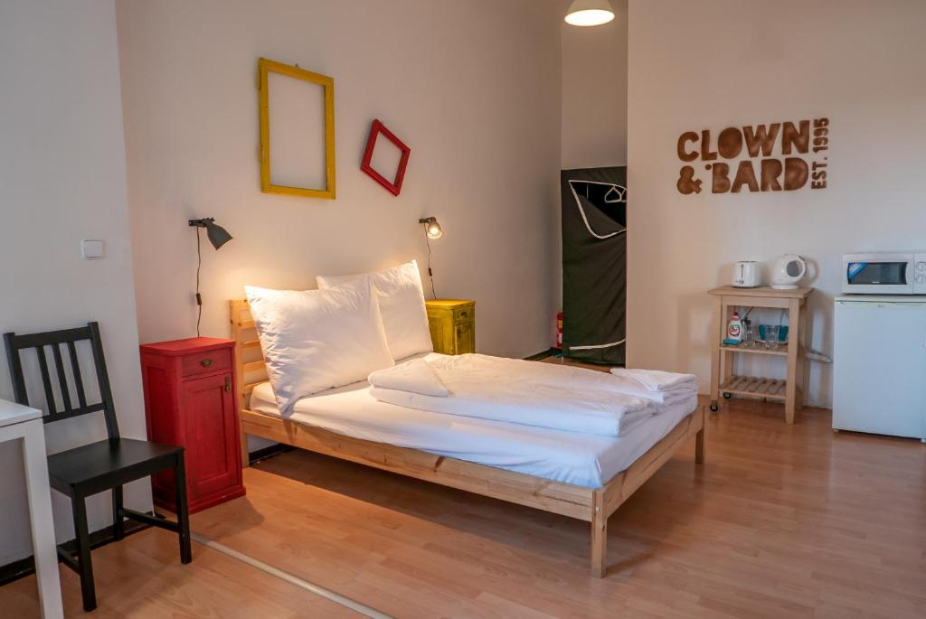 A bed or beds in a room at Clown and Bard Hostel