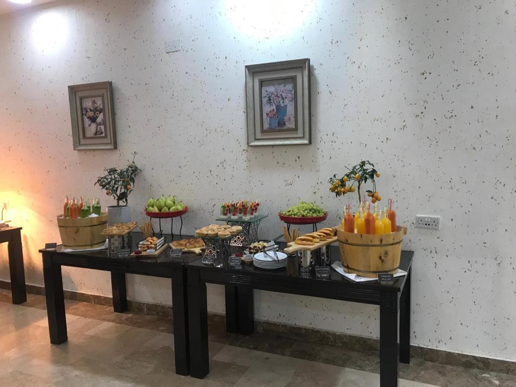 Breakfast options available to guests at Palm Hotel